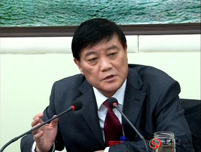 市委书记余学友先在遂平县代表团参加讨论审议政府工作报告并讲话。