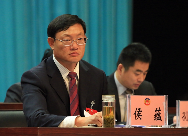 县委副书记、代县长侯蕴出席会议,并在前排就坐。