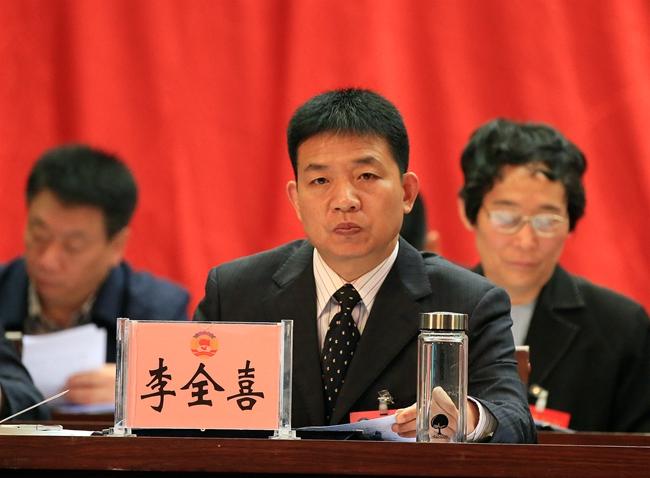 县委副书记李全喜出席会议,并在前排就坐。