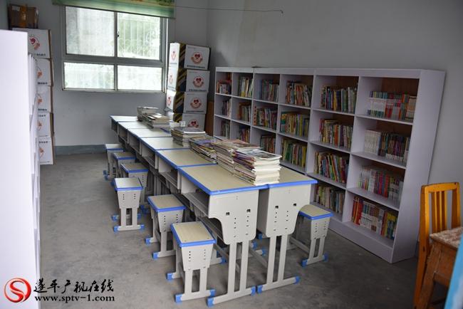 思考乐教育集团捐赠的图书室。