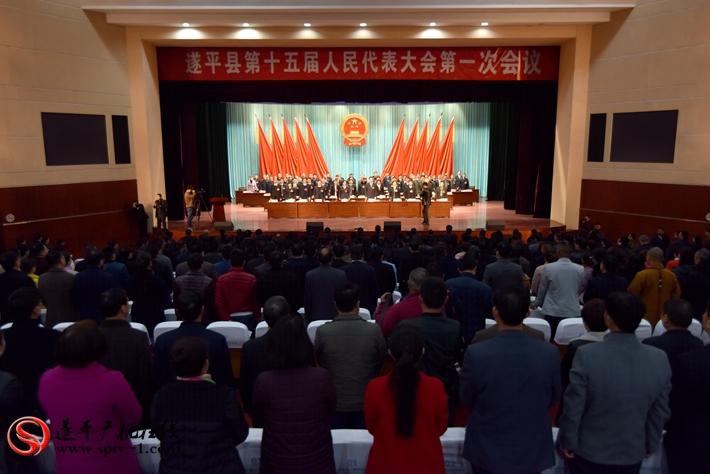 开幕式现场 全体起立奏国歌 摄影:建明 冠红 亚南 魏冬