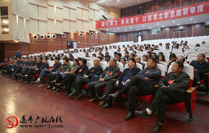 图为:遂平县第十五届人民代表大会第一次会议闭幕大会现场。 摄影 冠红 魏冬 建明
