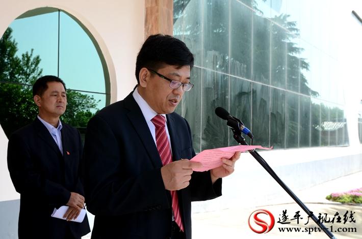 图为:嵖岈山风景区党委书记王红军同志作表态发言。