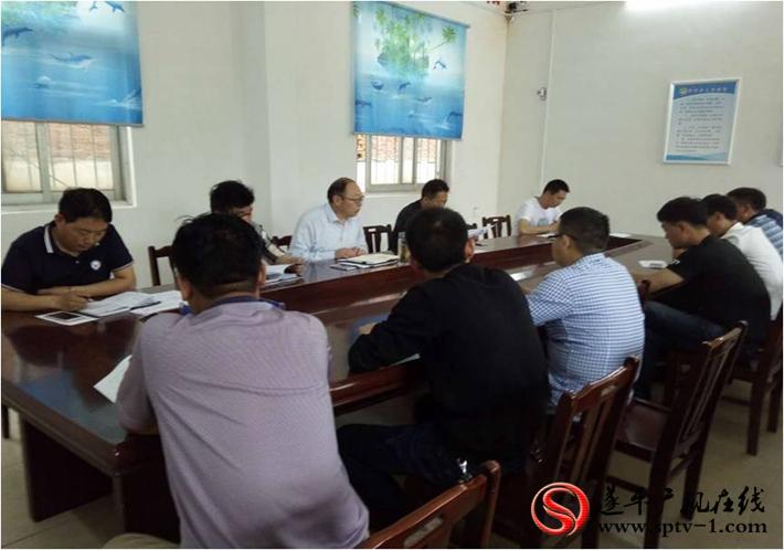 图为:乡镇召开班子成员会议,研究部署脱贫攻坚工作。