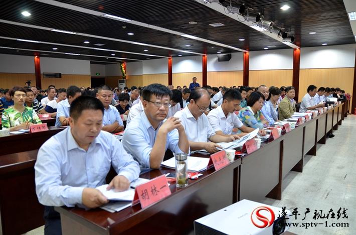 图为:第二十届农加会遂平县情推介会暨重点项目签约仪式现场。