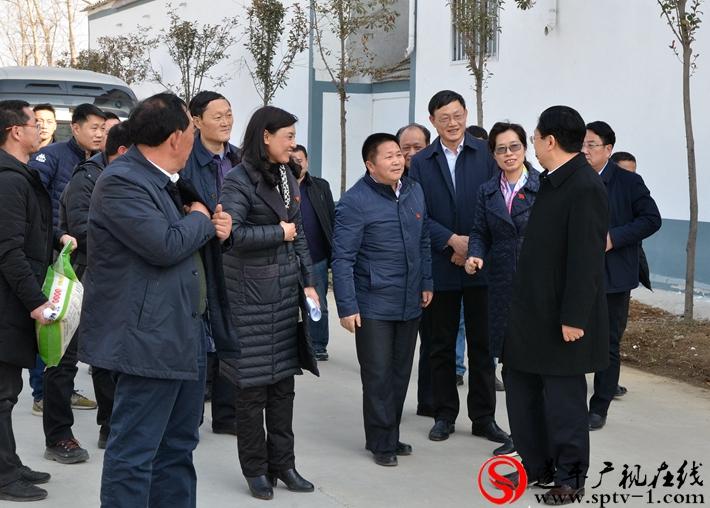 县领导何冬、侯蕴、胡林一陪同市长朱是西慰问
