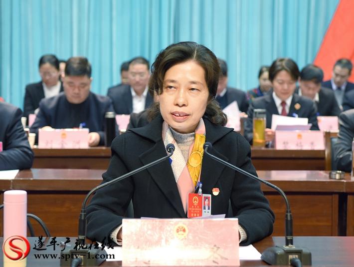 县委书记何冬主持县十五届人大三次会议第三次全体大会