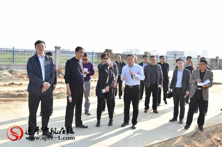 上图:县委书记何冬、县长侯蕴等领导在五德利面粉项目施工现场。